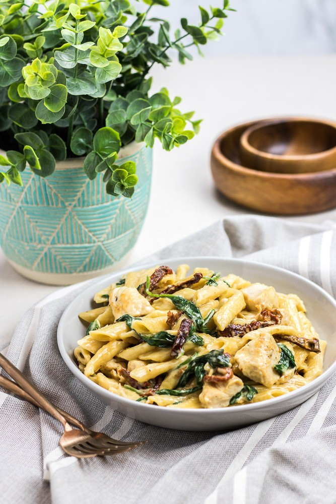 Instant Pot Pasta with rich and creamy Alfredo Sauce with chicken, spinach and sun dried tomatoes is a perfect one pot 30 minutes meal that is easy to make.