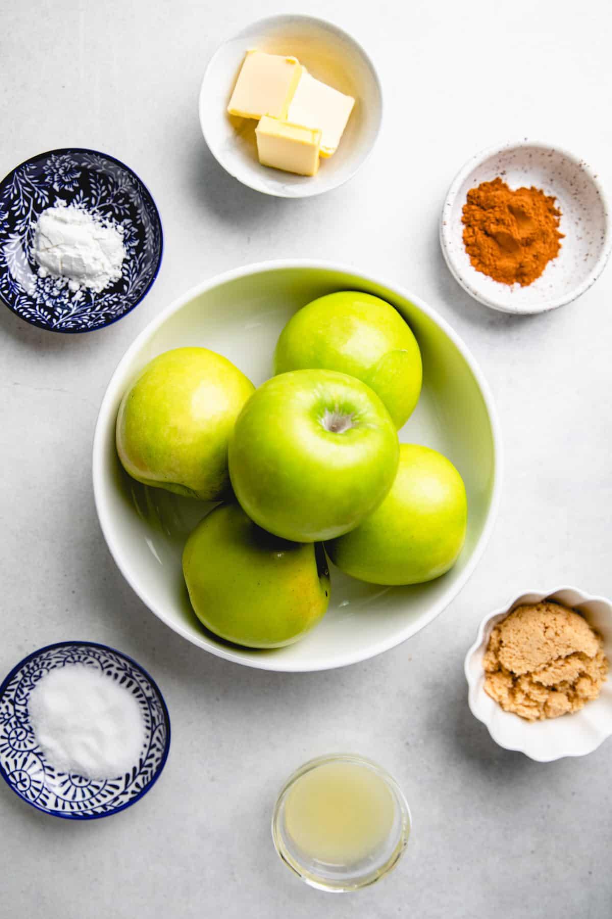 Ingredients for cinnamon baked apples.